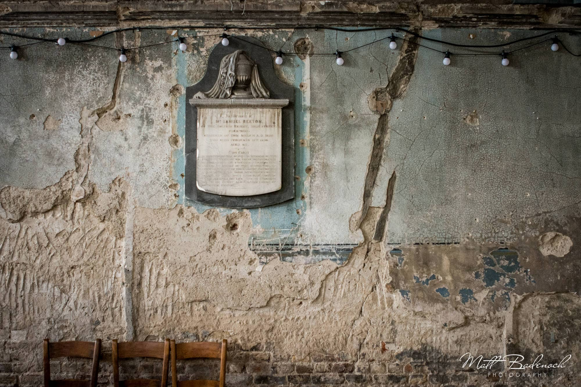 Cracked wall, Asylum Alternative wedding venue London | Matt Badenoch Photography
